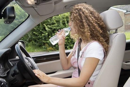 woman-driver-drinking-water.